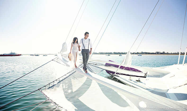 Pre Wedding Photo Shoot On A Yacht In Mumbai At Gateway Of